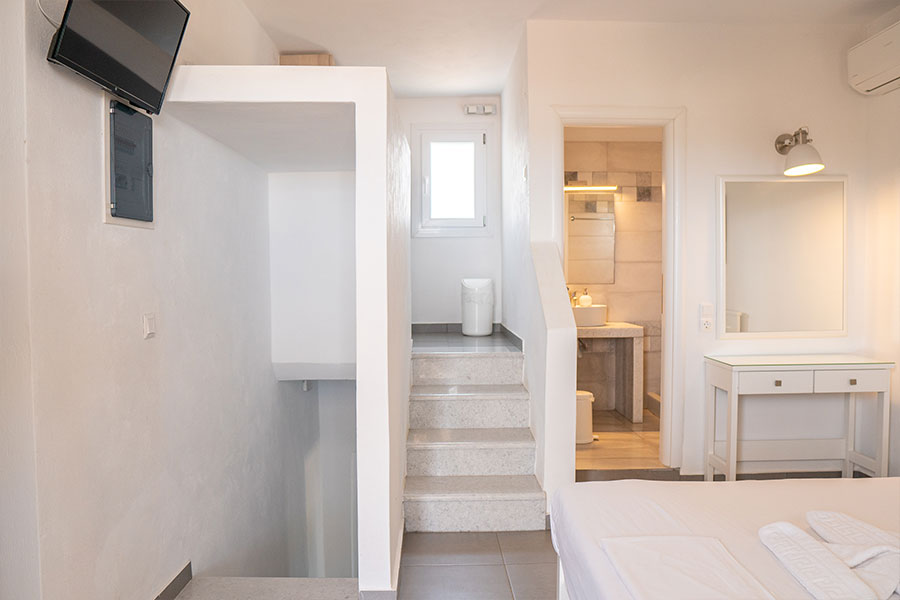 5-bed apartment   Perigiali Superior